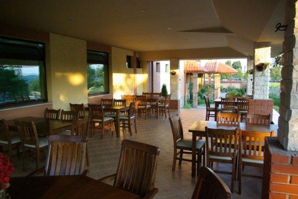 Ресторант градина Хотелски комлекс Конак Момчилград